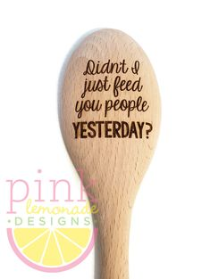 Wooden Spoon Crafts, Wood Spoon, Wood Crafts, Wood Burning Crafts, Wood Burning Art, Recycled Magazines, Cute Christmas Gifts, Wood Creations, Dollar Store Crafts