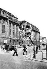 Nog een foto van postkantoor na het bombardement