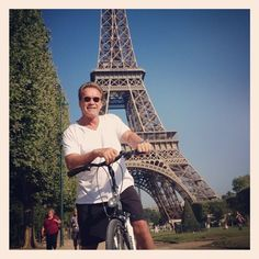 Arnold Schwarzenegger stops in France for a Picture with the Eiffel Tower