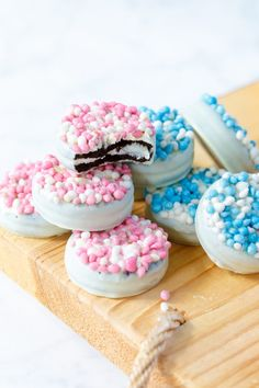 geburtstag junge Maternity snack / Babyshower snack or treat: oreo cookies with white chocolate and mice - Sweet recipes Gluten Free Donuts, Gluten Free Pumpkin, Homemade Baby Foods, Homemade Gifts, Baby Presents, Frozen, Best Gifts For Her, Oreo Cookies, Chocolate Cookies