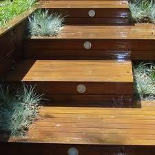 Great deck steps with lights . - Great deck steps with lights Outdoor Wood Steps, Deck Steps, Wooden Steps, Front Steps, Outdoor Areas, Wooden Walkways, Wooden Decks, Modern Landscaping, Backyard Landscaping