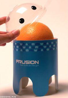 Les composants : une structure simple avec une capsule transparente qui permet une utilisation simple. Le côté écologique du packaging n'est pas très respecté mais le plastique permet une réutilisation du produit. La partie graphique est simple pour correspondre aux enfants, et les couleurs rappellent les fruits.