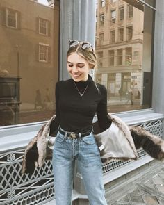 Steve Jobs looks chic - black turtleneck sweater with jeans and g . - But Steve Jobs looks chic – black turtleneck with jeans and a Gucci belt - Fashion Mode, Look Fashion, Skirt Fashion, Winter Fashion, Fashion Outfits, Womens Fashion, Fashion Trends, Denim Outfits, Fashion Clothes