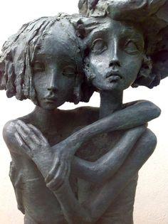 Valerie Hadida – Sculptures – Les grandes soeurs