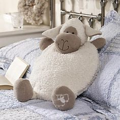 Our soft, plump sheep case takes care of your PJs in a friendly and cozy way if you . - Our soft, plump sheep case takes care of your PJs in a friendly and cozy way, if you …, - Sewing Toys, Sewing Crafts, Sewing Projects, Kids Pillows, Animal Pillows, Hobbies And Crafts, Diy And Crafts, Sheep Crafts, Felt Owls