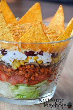 Sałatka meksykański Król Imprezy - KulinarnePrzeboje.pl Savoury Dishes, Tasty Dishes, Warm Salad, Calzone, Kitchen Styling, Guacamole, Food Inspiration, Food And Drink, Appetizers