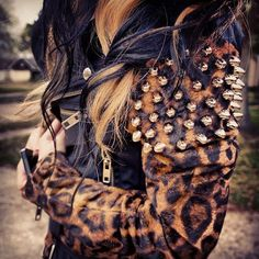 Aaahh that jacket!!omg leather + cheetah!! My two favorite things!!!