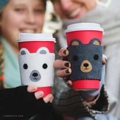 Use our template and follow our easy tutorial to craft an adorable DIY coffee cozy out of felt. The design features an irresistibly cute bear face!