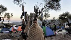 Турция пообещала Греции забрать часть мигрантов обратно http://feedproxy.google.com/~r/russianathens/~3/XTAAuIvZjlE/24251-turtsiya-poobeshchala-gretsii-zabrat-chast-migrantov-obratno.html  Турция пообещала забирать к себе часть нелегальных мигрантов с переполненных лагерей на греческих островах, об этом договорились Эрдоган и Ципрас на прошедших на прошлой неделе переговорах, информация об этом просочилась в СМИ.