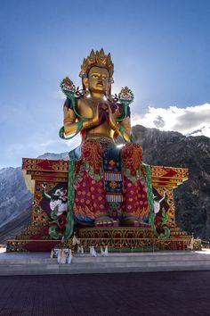 Krishna Bhagwan, Maitreya Buddha, Buddha Face, Thangka Painting, Passionate People, The Good Old Days, Buddhism, Wonder Woman, Statue