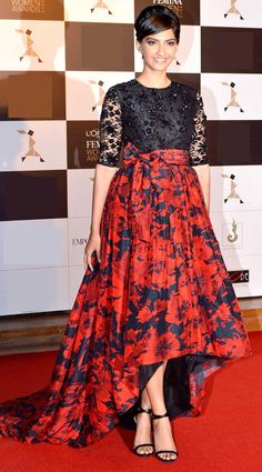 Sonam Kapoor at women's awards #Bollywood #Fashion