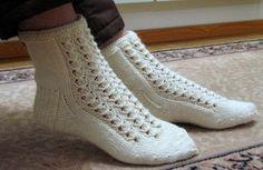 Talvikki-sukat Baby Knitting Patterns, Knitting Stitches, Knitting Socks, Crochet Patterns, Crochet Slippers, Knit Crochet, Free Crochet, Mitten Gloves, Mittens
