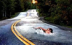 this looks more like photoshop than street art, but it's cool. 3d Street Art, Photoshop Montage, Cool Pictures, Cool Photos, Amazing Photos, Interesting Photos, Amazing Facts, Photos Originales, Foto Art