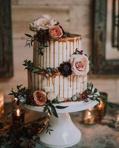 There's nothing sweeter than a combo of fresh florals and some caramel drizzle for your big day! For more wedding cake ideas head to rusticweddingchic.com | Photo: @the_sugary @mlepictures @botanical_blueprints Yumi Katsura Wedding Dresses, Fall Wedding Dresses, Floral Wedding Cakes, Wedding Cake Rustic, Wedding Centerpieces, Wedding Decorations, Wedding Cake Inspiration, Wedding Ideas, Glamorous Wedding