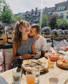 Truffle pizza and amore ❤️❤️ Couple Goals Relationships, Relationship Goals Pictures, Couple Relationship, Photo Couple, Love Couple, Sofia Tsakiridou, Anthony Gastelier, Long Hair Waves, Photo Tips