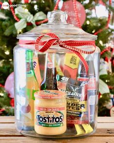 Gifts In A Jar . Simple, Inexpensive, and Fun! - One Good Thing by Jillee Gift baskets have been done to death, so give a gift in a jar this year! Check out these 10 creative ideas for heartfelt holiday gifts packed up in a jar. Christmas Gift Baskets, Xmas Gifts, Cute Gifts, Best Gifts, Christmas Gifts For Guys, Birthday Gifts For Guys, Birthday Fun, Birthday Presents, Birthday Ideas