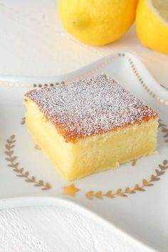 It's been a long time since I've published a lemon recipe here! Today I offer you a lemon fondant recipe. A fruity and tangy cake well as it should! A true delight ! Recipe for 6 people Preparation: 20 min Cooking . Source by Lemon Recipes, Sweet Recipes, Cake Recipes, Dessert Recipes, Dessert Bars, Thermomix Desserts, Easy Desserts, Recipe For 6, Lemon Bars
