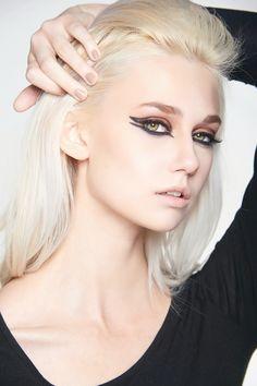 Edgy Eyeliner & Nude Lips #cateye #dramaticeyeliner #nudelip #dceliteimage