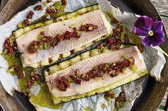 Leichtes Grillrezept: Forellenfilet auf gegrillter Zucchini