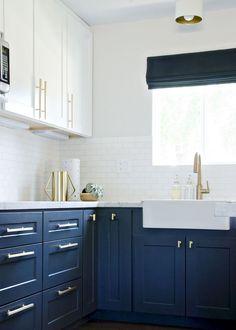 Nice 85 Rustic Farmhouse Kitchen Cabinets Makeover Ideas https://homstuff.com/2018/02/01/85-rustic-farmhouse-kitchen-cabinets-makeover-ideas/