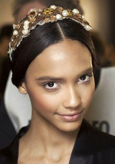 Headband précieux sur le défilé Dolce & Gabbana