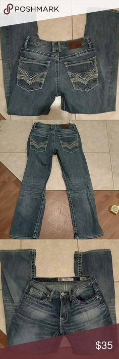 BKE jeans Mens Carter jeans in good condition no fray, stains or holes. Size 31R with a inseam of 30 inches. Rise is 8 inches and waist flat measures 16.25 inches. 99% cotton 1% elastane BKE Jeans Straight