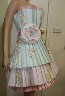 OMG! I so want to make a dress out of paper. LOOK HOW COOL THIS!!!