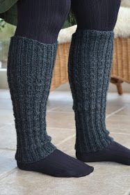 Strik et par benvarmere på 2 aftener, i Viking Superwash, som findes i et stort farveudvalg. Mine er strikket på strømpepinde nr. 3½ og er ... Baby Hats Knitting, Knitting Socks, Knitted Hats, Knitting Projects, Knitting Patterns, Boot Cuffs, Thing 1, Leg Warmers, Knitwear