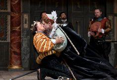 Mark Rylance as Richard III and Samuel Barnett as Queen Elizabeth at the Globe
