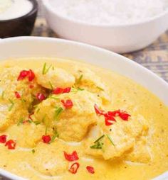 Simmered curry fish and coconut milk – Vivien Amador - Fleisch Cooking With Coconut Milk, Coconut Milk Recipes, How To Cook Chili, How To Cook Ham, Coco Curry, Steak Braten, Thai Curry, Pastry Recipes, Vegan