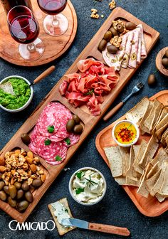 Tapas, Plateau Charcuterie, Wood Wall Art Decor, Snack Platter, Rustic Kitchen Decor, Food Platters, Wood Bowls, Food Presentation, Food Hacks