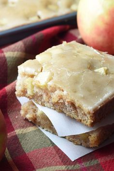 This Caramel Apple Sheet Cake is moist and buttery, with cinnamon and apples throughout. Plus a silky icing infused wth caramel flavor that is to die for! Fall Desserts, Just Desserts, Delicious Desserts, Dessert Recipes, Yummy Food, Apple Desserts, Cupcake Recipes, Apple Recipes, Fall Recipes