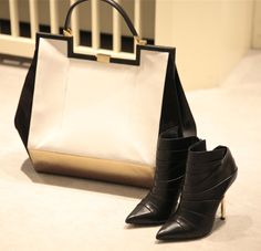 #Vionnet bag and ankle boots, autumn winter 2013. www.wunderl.com Fall Winter, Autumn, Madewell, Ankle Boots, Tote Bag, Bags, Shoes, Fashion, Ankle Booties