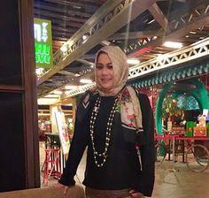 Kisah Unik Dosen Cantik Memutuskan Berhijab; Antara Instagram dan Orang Sunda