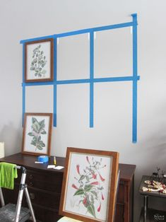 How to Easily Create a Gallery Wall and Free Botanical Printables . Take the pain and frustration out of hanging frames for a gallery wall with this foolproof method for getting level and evenly-spaced frames every time! Diy Wand, Hanging Frames, Frames On Wall, Frame Wall Decor, Diy Room Decor, Living Room Decor, Diy Wall Decorations, Easy Wall Decor, Photo Wall Decor