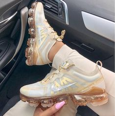 Shop Women's Nike Cream Gold size 10 Sneakers at a discounted price at Poshmark. Description: In excellent condition, authentic nike Air Vapormax Sold by goddessgarden. Tenis Nike Air, Nike Air Shoes, Nike Air Vapormax, Gold Nike Shoes, Nike Flats, Nike Heels, Nike Wedges, Nike Sandals, Hype Shoes