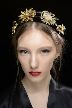 It's like your own little tiara: Dolce and Gabbana Winter 2016 Women Fashion Show-Backstage-14