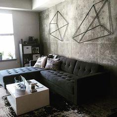 Bedroom idea - granite wallpapered accent wall with metal sculptures. Interior, Interior Inspiration, Interior Shutters, Affordable Interior Design, Contemporary Apartment, Doors Interior, Interior Design, Modern Interior, Interior Window Trim