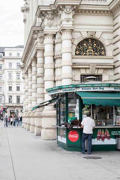 Tipps für ein Wochenende in Wien Heart Of Europe, Vienna Austria, Travel Destinations, Trips, Places To Visit, Traveling, Wanderlust, Street View, Cook