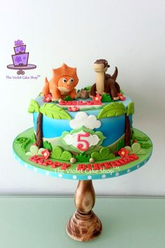 A cake for a girl that loves the Land Before Time movies and it's two main characters. Dinosaur Birthday Cakes, Dinosaur Cake, 5th Birthday Party Ideas, Baby Boy 1st Birthday, Bolo Fondant, Dino Cake, Dinosaur Party Supplies, Character Cakes, Cute Cakes
