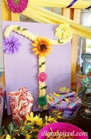 Rapunzel Birthday Party Ideas including DIY decorations and tutorials, food ideas, party favor ideas, and more! Rapunzel Birthday Party, Tangled Party, Disney Princess Birthday, 5th Birthday, Birthday Party Centerpieces, Birthday Party Themes, Party Favors, Birthday Ideas, Trunk Or Treat
