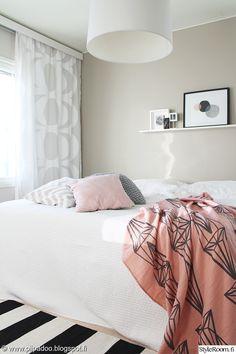sänky,petaus,viltti,makuuhuone,makuuhuoneen sisustus,makuuhuoneen tekstiilit,tyynyt