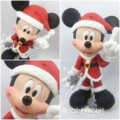 Mickey Noel!! Tô fazendo até pra mim!! ❤️❤️❤️!   .  .  .  .  .  #sahbiscuit #biscuit#porcelanafria #masaflexible #porcelanicron #handmade #feitoamão #disney #disneylove #disneycharacters #disneyinspired #goolf #pateta #disneychristmas #pluto  #creativelife #instaart #porcellanafredda #minnie #minniemouse #disneylovers #mickey #mickeymouse #euamoomeutrabalho #meupedacinhodesonho