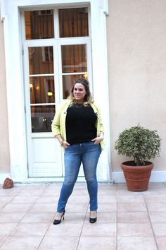 The perfect pair of jeans is hard to find, specially if you have a curvy body! I found the top plus size skinny jeans at Marina Rinaldi, check my outfit!