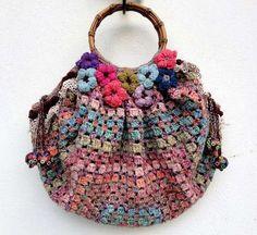 Lavori all'uncinetto: borse - Borsa colorata con fiori