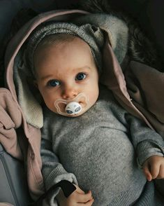 Schau dir dieses Gesicht an # só Cute Little Baby, Little Babies, Cute Babies, Baby Kids, Baby Boy, Baby Must Haves, Baby Family, Family Kids, Beautiful Children