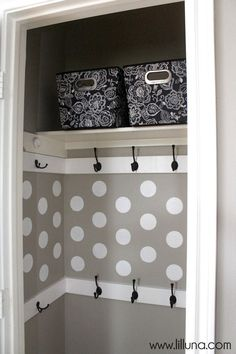Organized and very functional Closet Makeover - so easy to do and doesn't cost much! { lilluna.com }