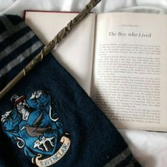 Ravenclaw more harry potter world, harry potter scarf, harry potter h Harry Potter Humor, Harry Potter Houses, Hogwarts Houses, Harry Potter World, Harry Potter Hogwarts, Hogwarts Mystery, Bijoux Harry Potter, Harry Potter Scarf, Harry Potter Outfits