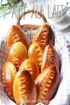 Voici des petits pains au lait très moelleux et légers. Cette recette facile de pains au lait maison donne des pains gourmands. Des ingrédients à température