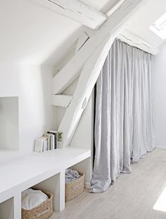 Loft = white beams and wardrobe curtains Attic Rooms, Attic Spaces, Attic Playroom, Attic Bathroom, Attic House, Attic Apartment, Painted Beams, Casa Top, White Beams
